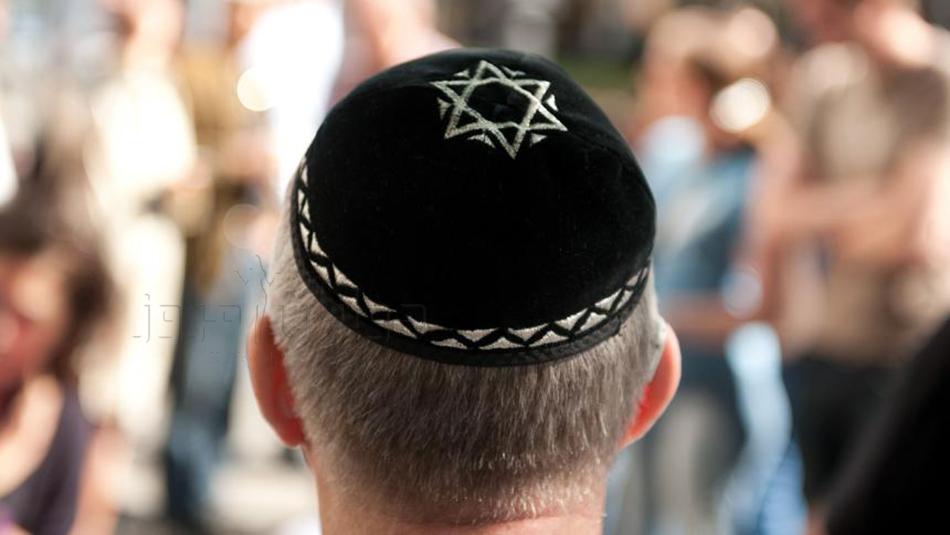 از پوشیدن کلاه کیپا(یارمولکا) در مکان های عمومی خودداری کنید