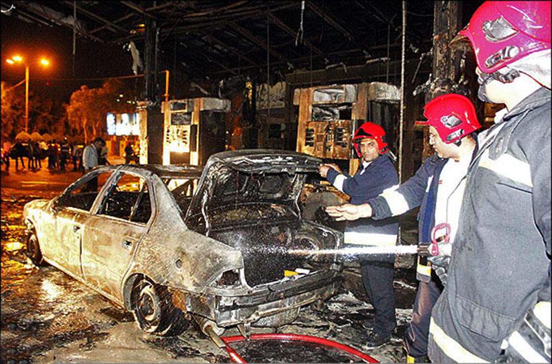 یک جایگاه سوخت در شهر اراک  در آتش سوخت